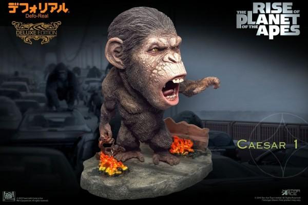 Planet der Affen: Prevolution Defo-Real Series Soft Vinyl Statue Caesar (Chain Version) Deluxe