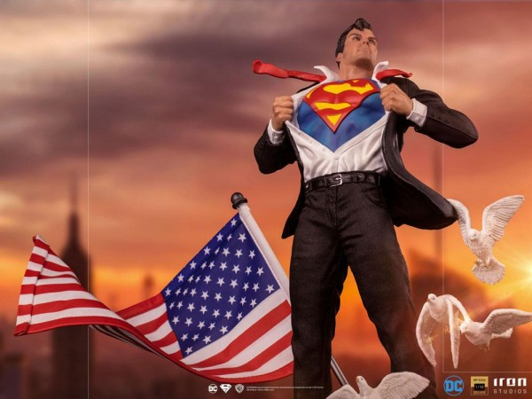 DC Comics Art Scale Statue 1/10 Clark Kent (Deluxe)