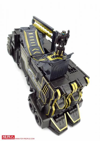 Transformers Primitive Skateboarding Leader Optimus Prime (SDCC 2017)